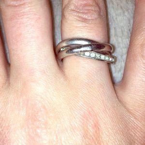 Triple interlocked ring w/ stones around one band